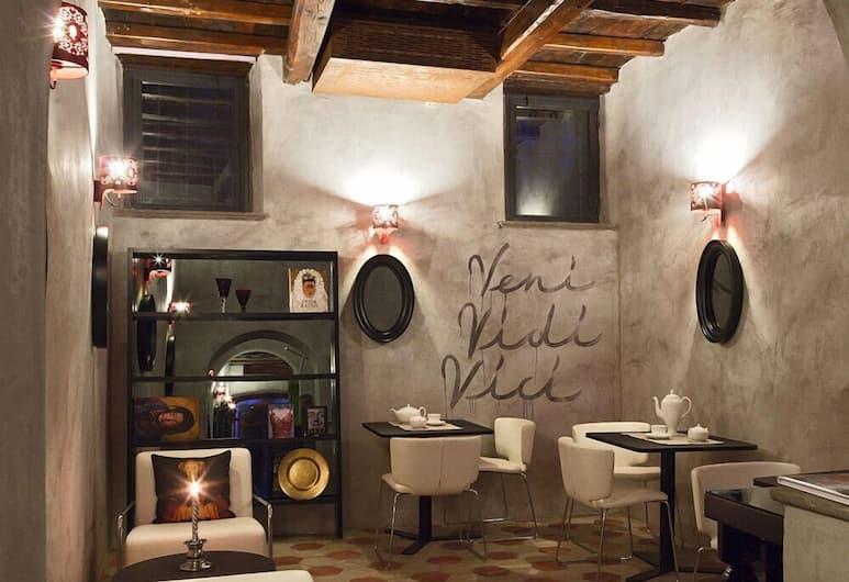 Casa de' Coronari, Rom, Sittområde i lobbyn