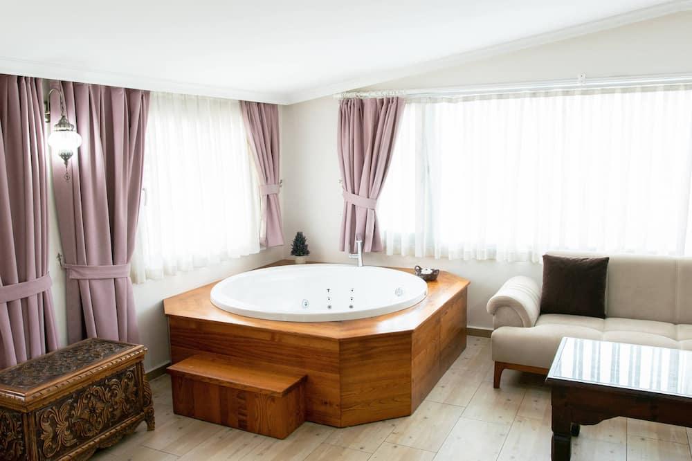 Deluxe Room with Spa  Bath - مغطس سبا خاص