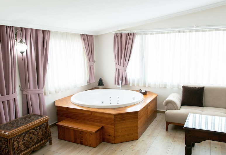 Infinity City Hotel, Fethiye, Deluxe Room with Spa  Bath, Private spa tub