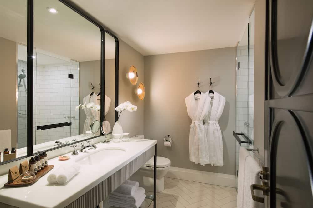 King Luxury Room - Bathroom