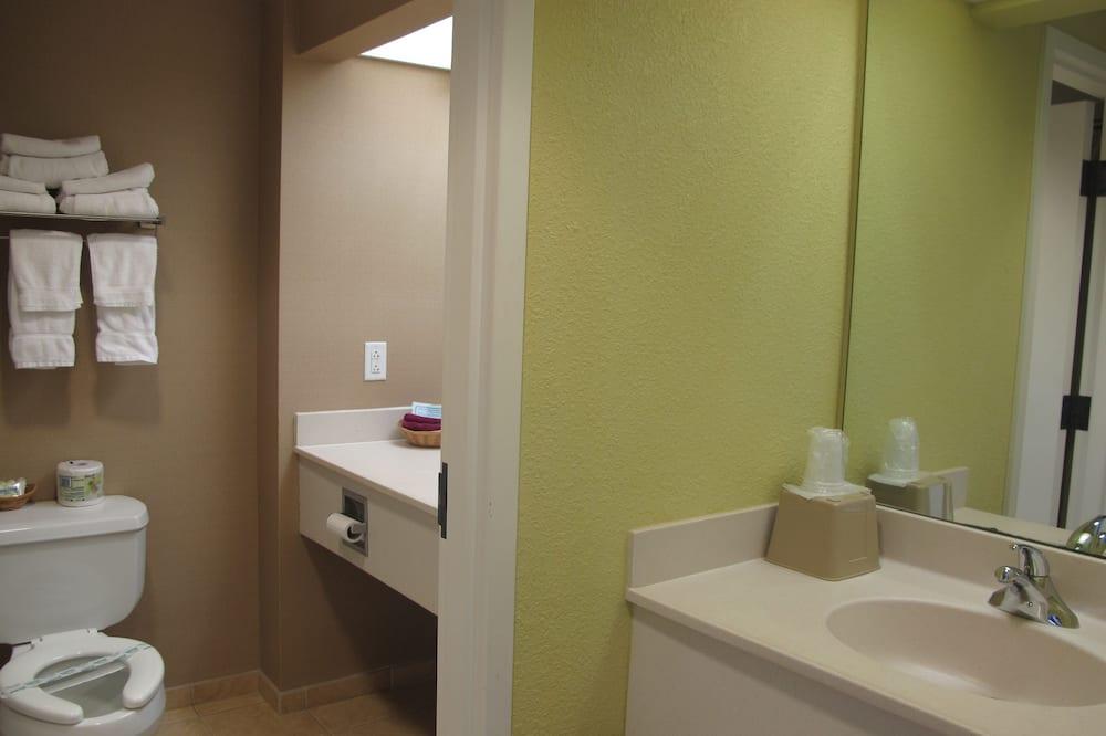スタンダード ルーム キングベッド 1 台ソファーベッド付き - バスルーム