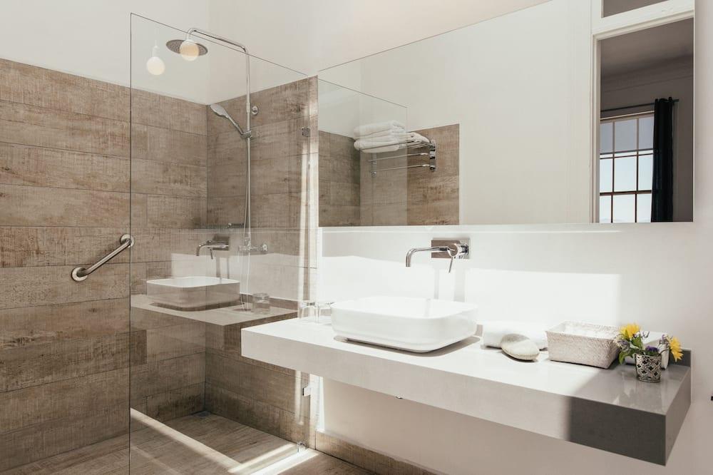 Premium Double Room, Partial Ocean View - Bathroom