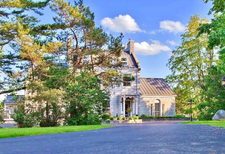 All Suites Whitney Manor, Kingston, Fachada
