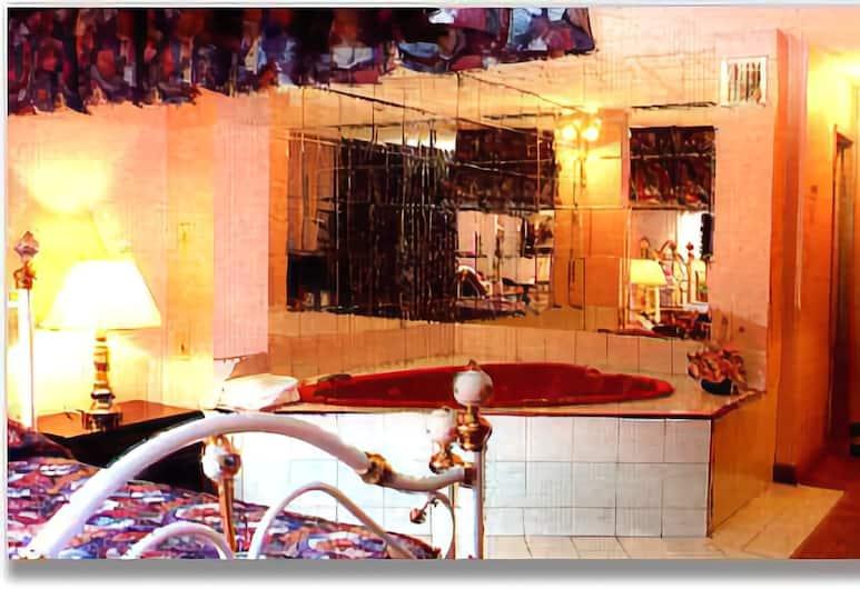 Blackstone Inn, Niagara Falls, Room, 1 Queen Bed, Jetted Tub, Jetted Tub