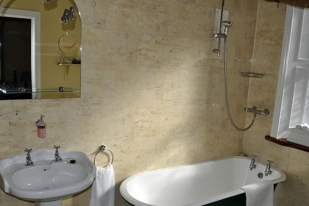 Standarta trīsvietīgs numurs, vannasistaba numurā - Vannasistaba