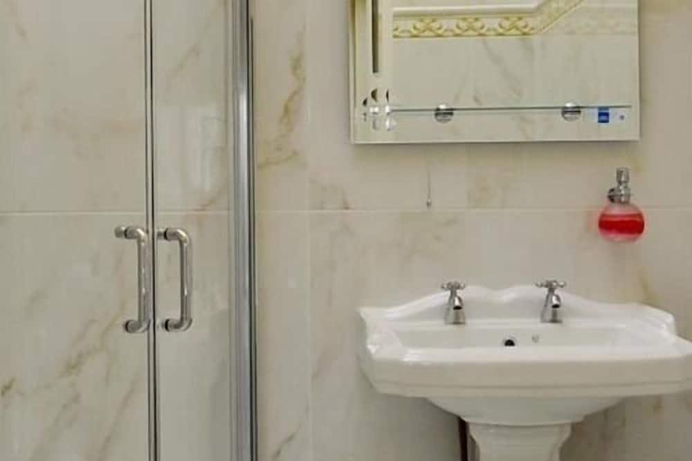 Paaugstināta komforta divvietīgs numurs, vannasistaba numurā - Vannasistaba