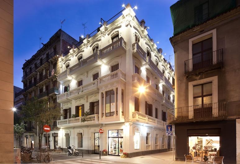Click&Flat Seneca Suites, Barcelona, Frente do imóvel - noite