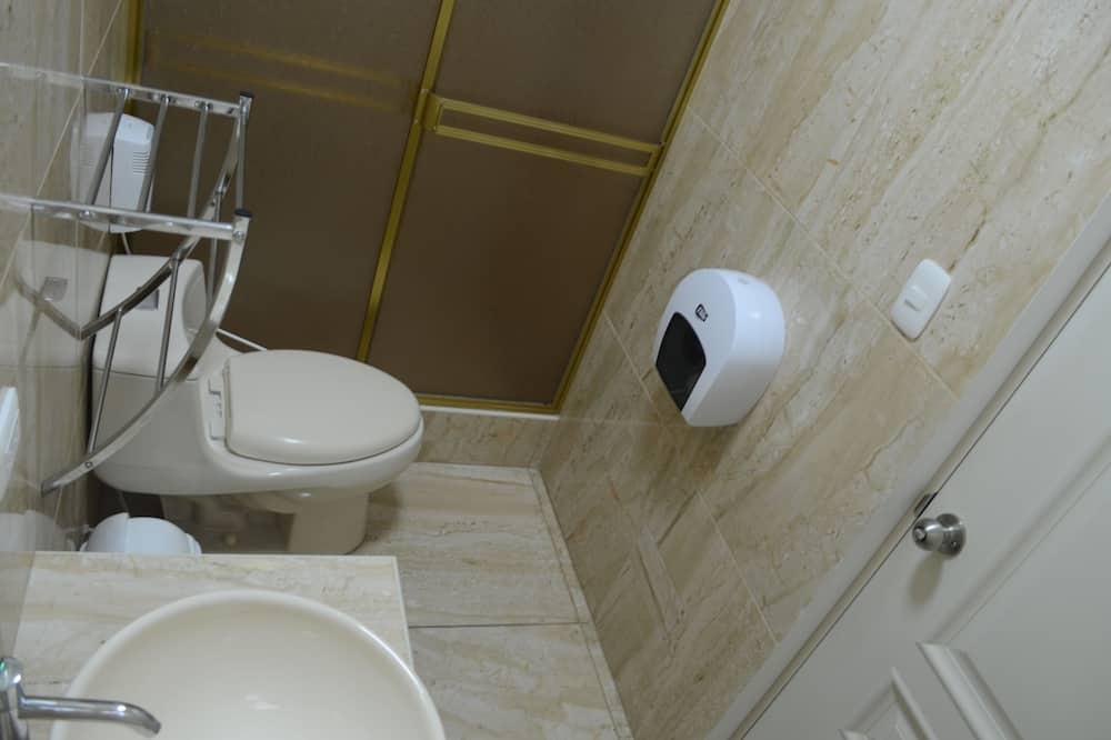 Chambre Exécutive, 1 lit double - Salle de bain