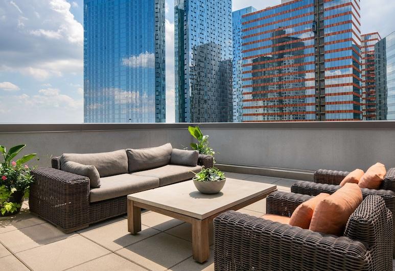 Hilton Garden Inn Long Island City New York, Long Island City, Suite, 1 Bedroom, Accessible, Bathtub, Guest Room