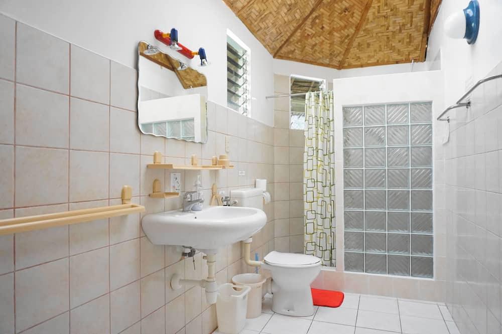 Superior Cottage, 1 King Bed - Bathroom