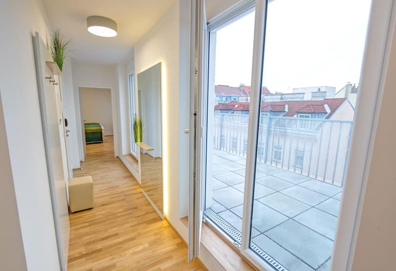 Aparthotel Smart Apart Living - Wien Hauptbahnhof , Vienna, Deluxe Apartment, Teres/Laman Dalam