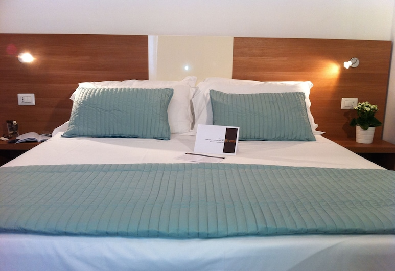 Holidays S. Lorenzo Guesthouse New, Rome, Kamer