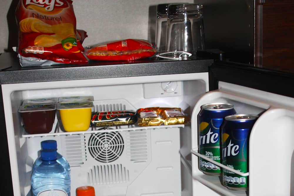 Deluxe Double or Twin Room - Mini Refrigerator