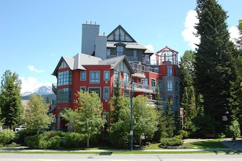 Picture of Alpenglow Lodge by MountainView in Whistler