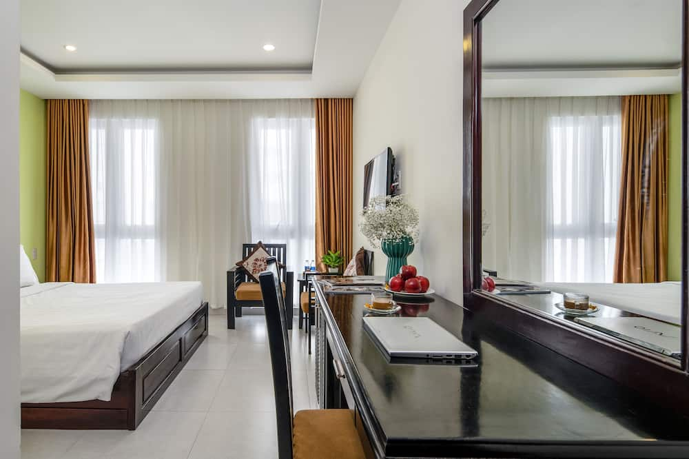 Superior Double or Twin Room, 1 Bedroom, City View - Living Room