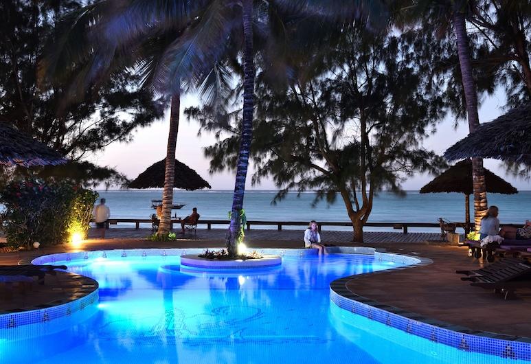 Mnarani Beach Cottages, Nungwi, Medence