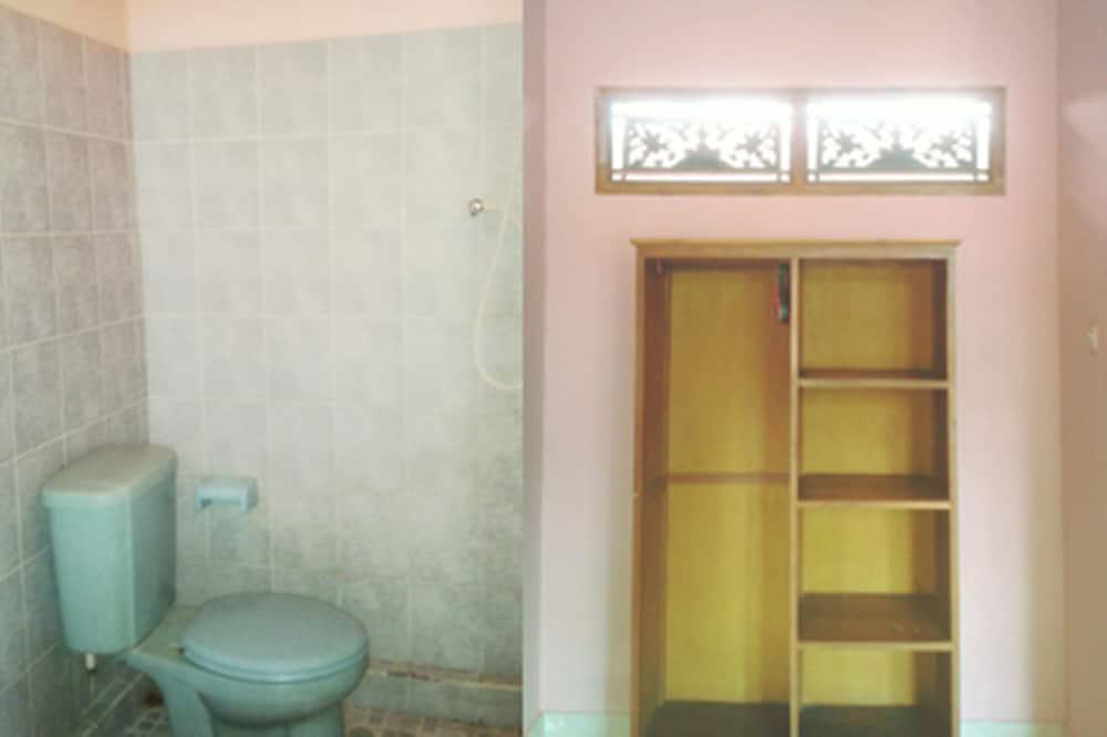 Standard Twin Room (with Fan) - Bilik mandi