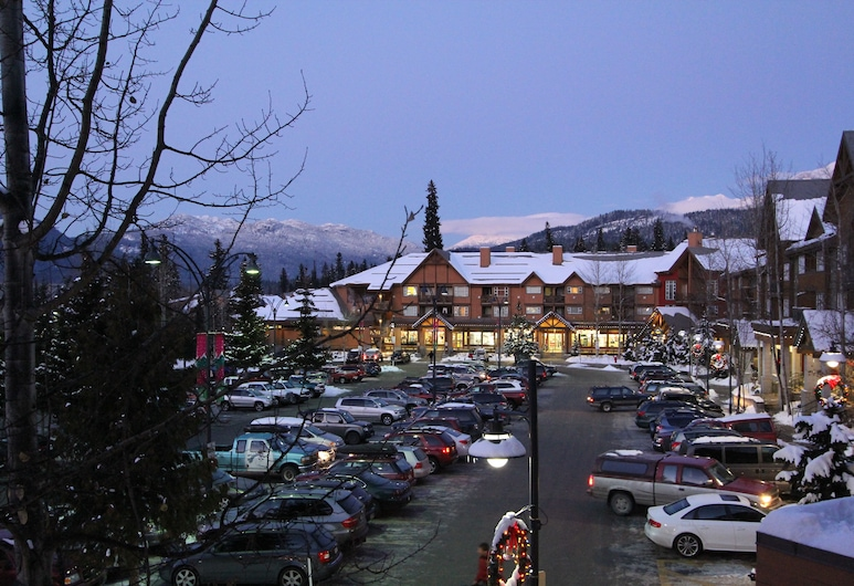 Marketplace Lodge by Whistler Retreats, Whistler, Hotel Front – Evening/Night