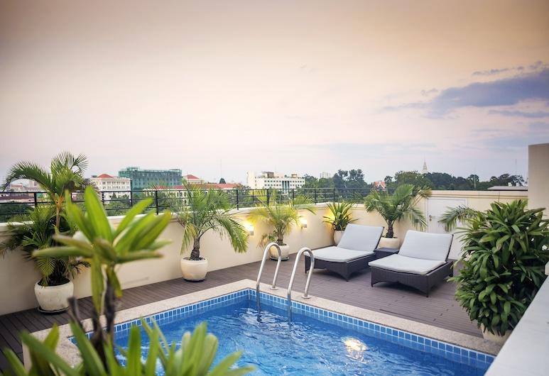 Central Mansions, Phnom Penh, Zwembad op dak