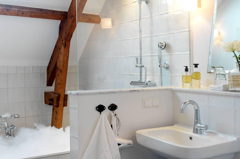 Quarto Duplo Deluxe, Banheira (Dispatcher) - Casa de banho