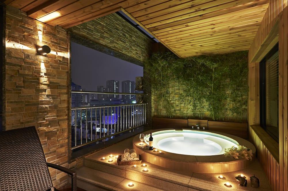 Suite (SPA)-bigger than most rooms in seoul - Krytá vírivka