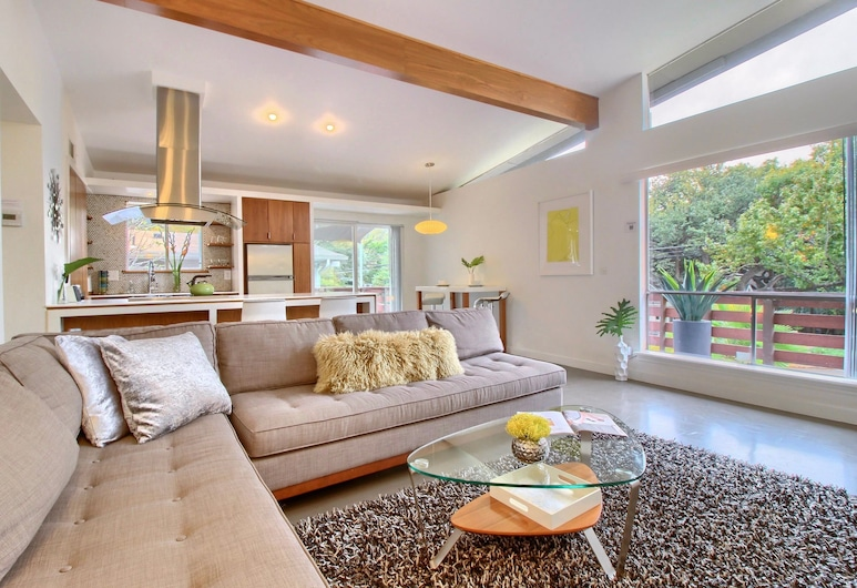 Travis Heights Modern I, Austin, Business Townhome - The Green Door, Living Area
