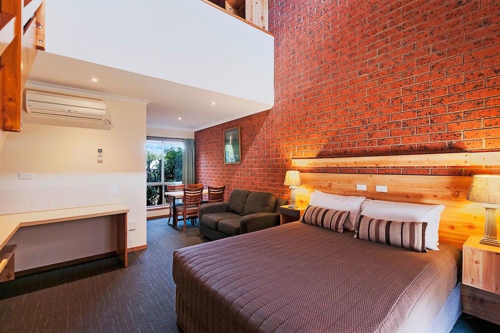 Split level loft - Room 11 - Guest Room