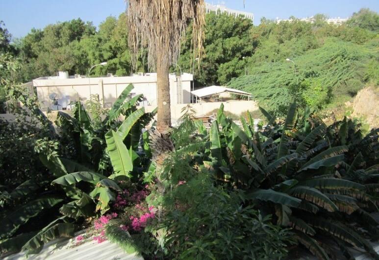 Qurum Beach Hotel, Muscat, Property Grounds