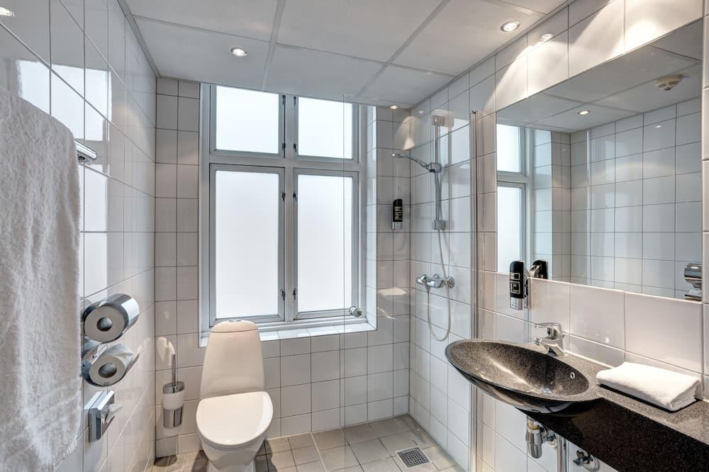 Sovsal - sovsal (män och kvinnor) - eget badrum (4 beds) - Badrum