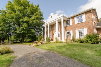 Picture of Windsong Manor Bed & Breakfast in Carp
