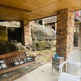 Stoney Brook: Treehouse #2 - Terrace/Patio