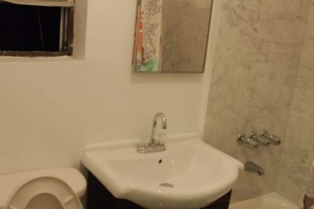 Studio A - Bathroom