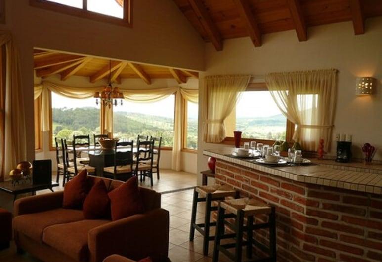 Bosque Escondido Hotel de Montaña, Mazamitla, Cabin, 3 Bedrooms, Kitchen ( + 1 single bed), Guest Room