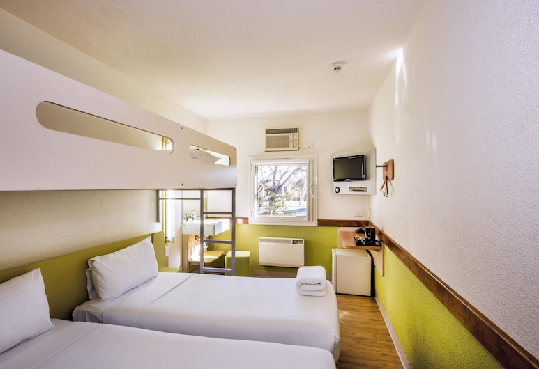 ibis budget Canberra, Watson, Room, 3 Twin Beds (2 Single Beds and 1 Bunk Bed), Guest Room