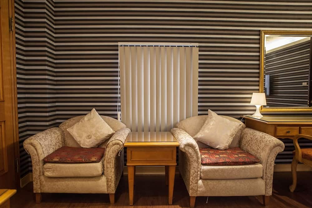 Comfort Triple Room - Living Room