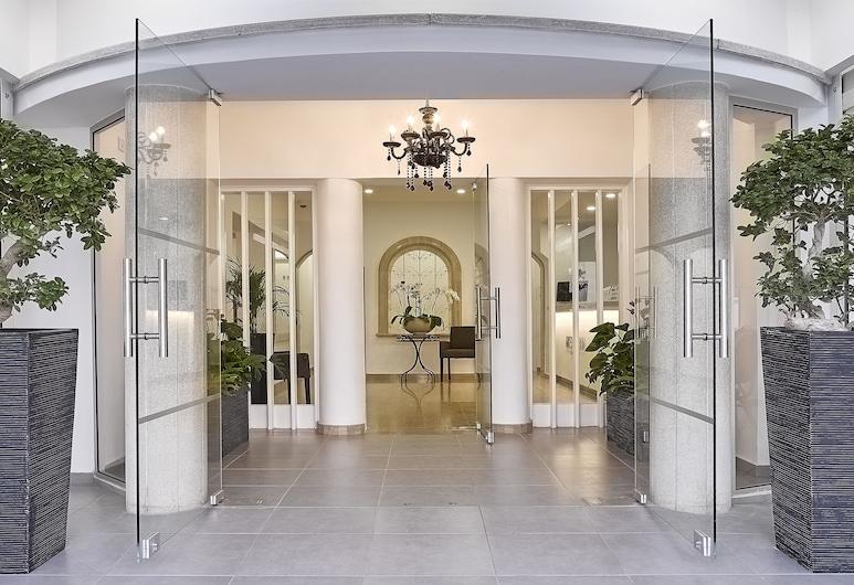Mikes Kanarium Hotel, Larnaca, Įėjimas į viešbutį