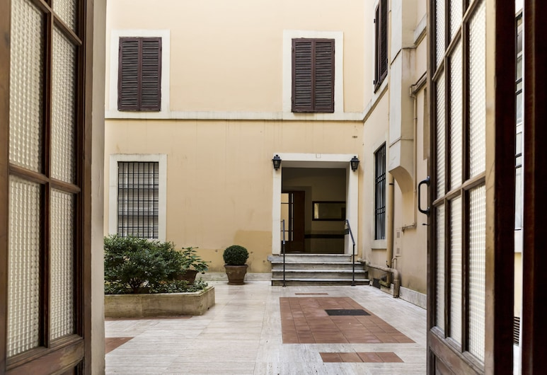 LaHouse Luxury Accommodation, Rome, Courtyard