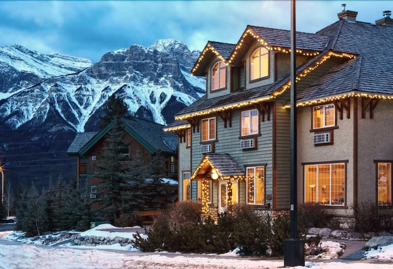 Creekside Villa, Canmore, Property Grounds