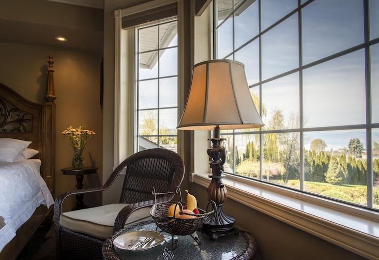 E'Laysa Guesthouse and Vineyard Retreat, Penticton, Luxury tuba, 1 ülilai voodi, vaade järvele, Tuba