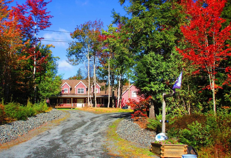 Snowflake Manor Bed and Breakfast, Oakfield, Hotel Front