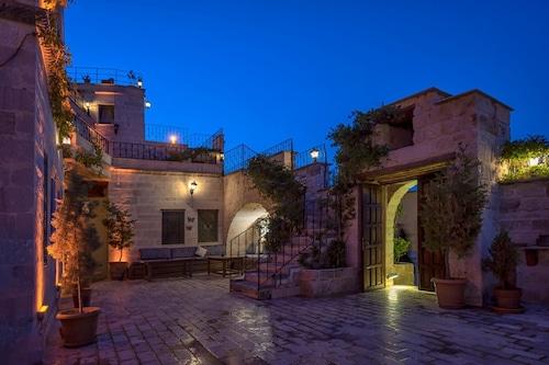 西納索斯皇宮洞窟飯店/