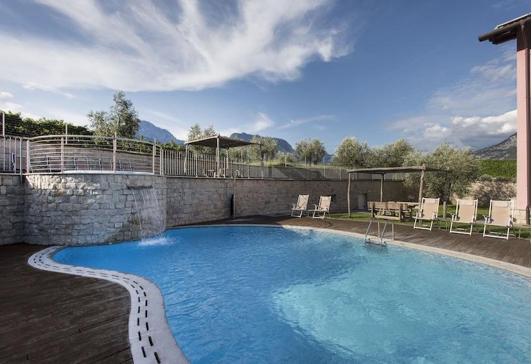 拉維格納公寓, 阿科, 泳池瀑布