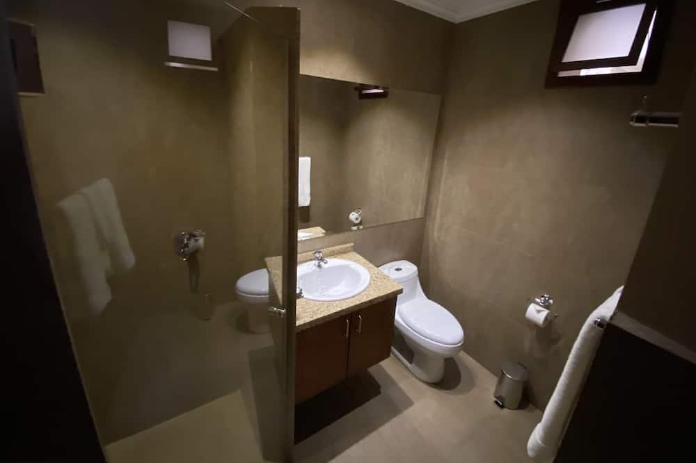 Single Room, 1 Queen Bed - Bathroom