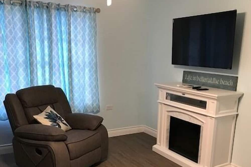 Grand Cottage, 2 Bedrooms, Kitchen - Living Area
