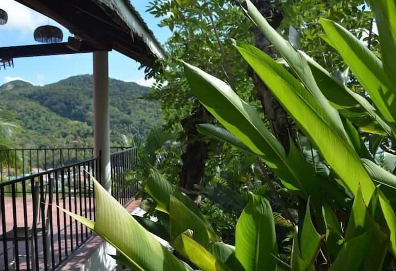 Uptown Guest House, Soufriere, Utendørsservering