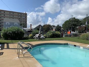 תמונה של MacThrift Motor Inn בוירג'יניה ביץ'