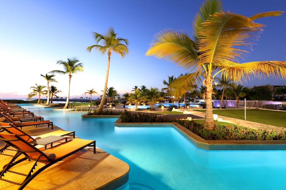 Junior Suite Swim Up Poolside + EXCLUSIVE Cap Cana Benefits - Vista al balcón