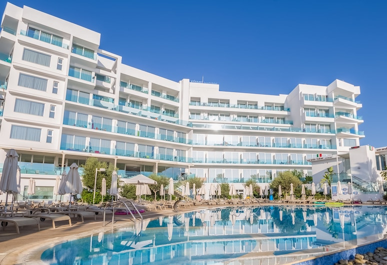 Vrissaki Beach Hotel, Πρωταράς