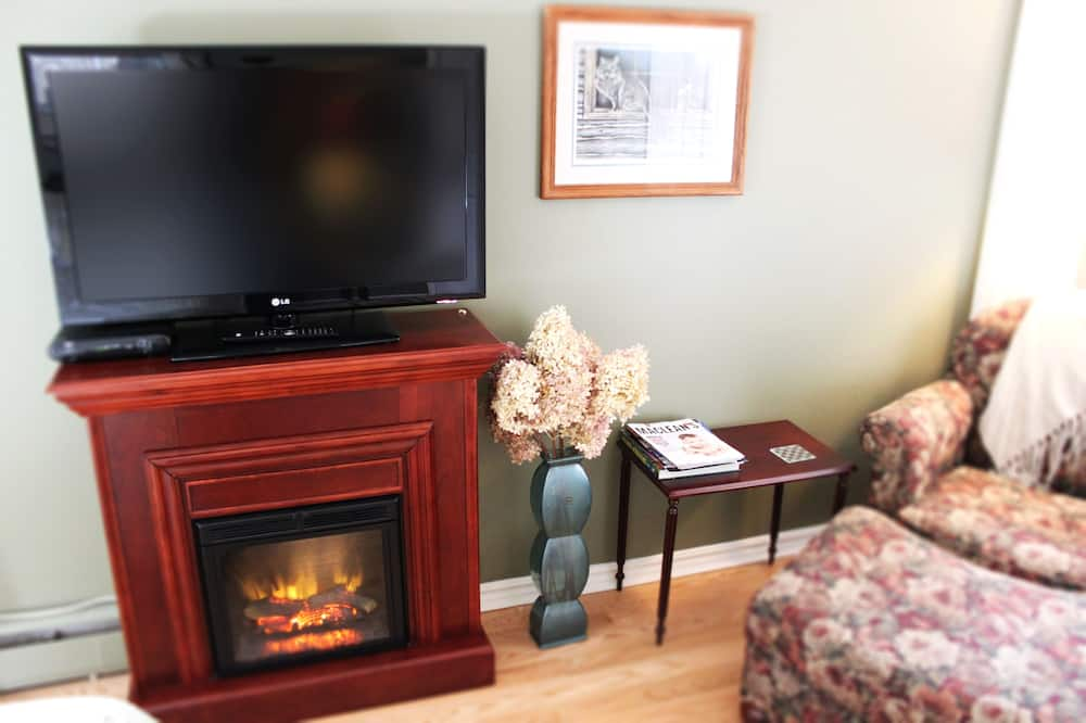 The Forest View Suite - Living Area