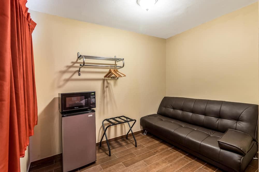 Deluxe Oda, 1 En Büyük (King) Boy Yatak, Sigara İçilebilir, Buzdolabı ve Mikrodalga - Mini Buzdolabı
